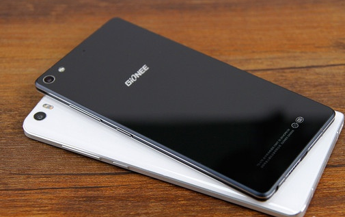 9毫米,而小米note采用一体成型的铝合金边框结构,使得手机的机身变的